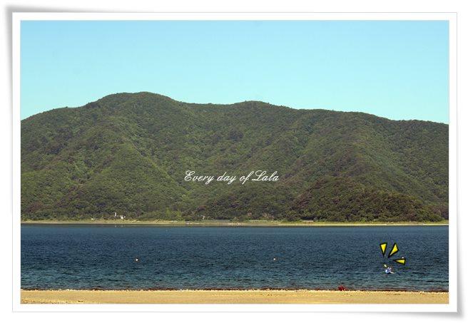 本栖湖でカヤック2
