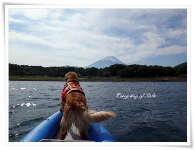 本栖湖にて水遊び