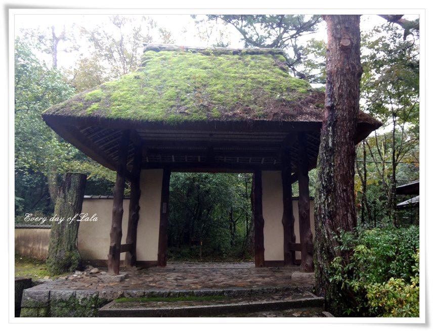 俳聖殿の入り口