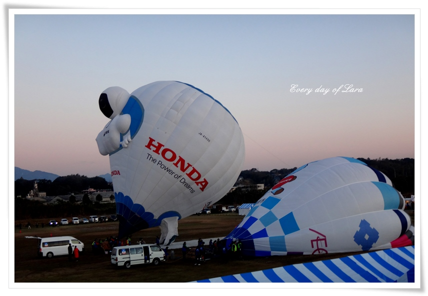 早朝、熱気球の競技を見に来ました。