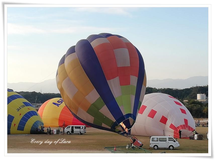熱気球が飛び立つ様子