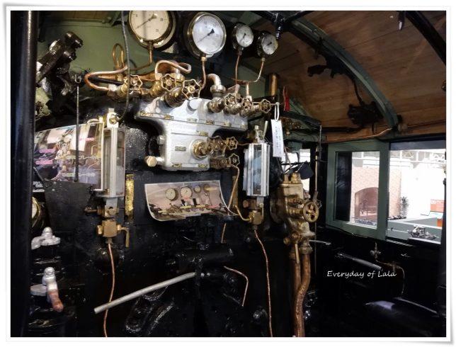 機関車の中