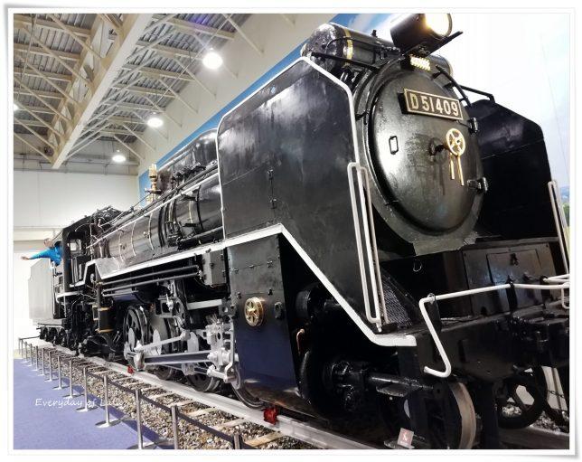 機関車をサイドから見る
